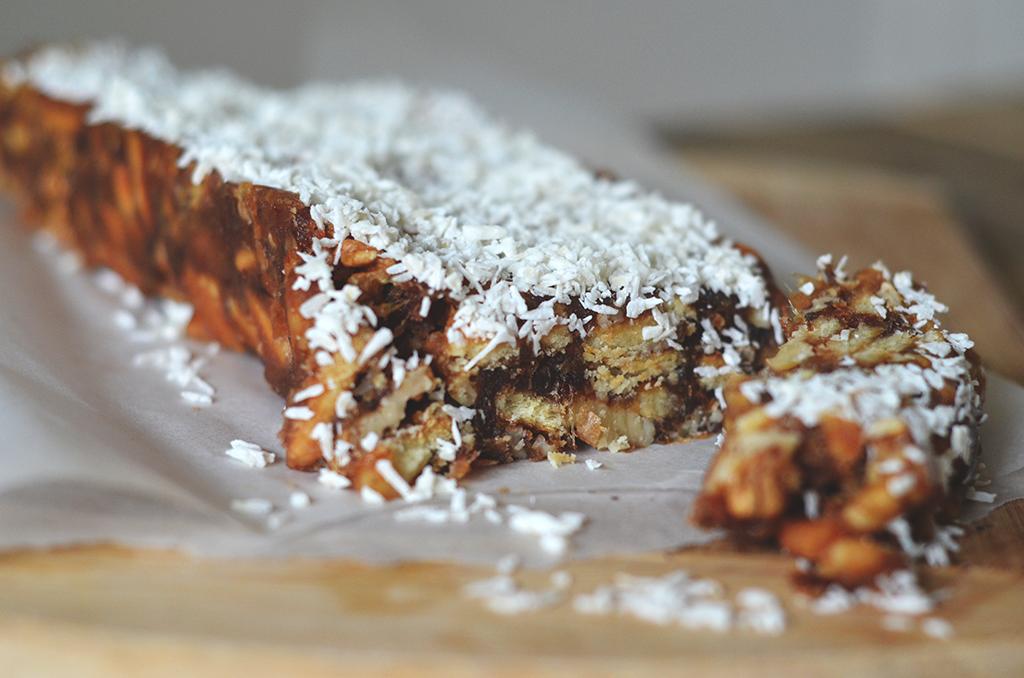 de dadeltaart is een gebakje met dadels en kokos poeder super makkelijk en lekker